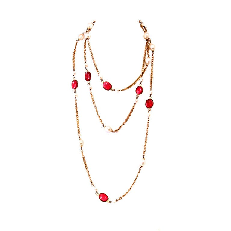 CHANEL VINTAGE RED GRIPOIX & PEARL GOLDEN CHAIN NECKLACE