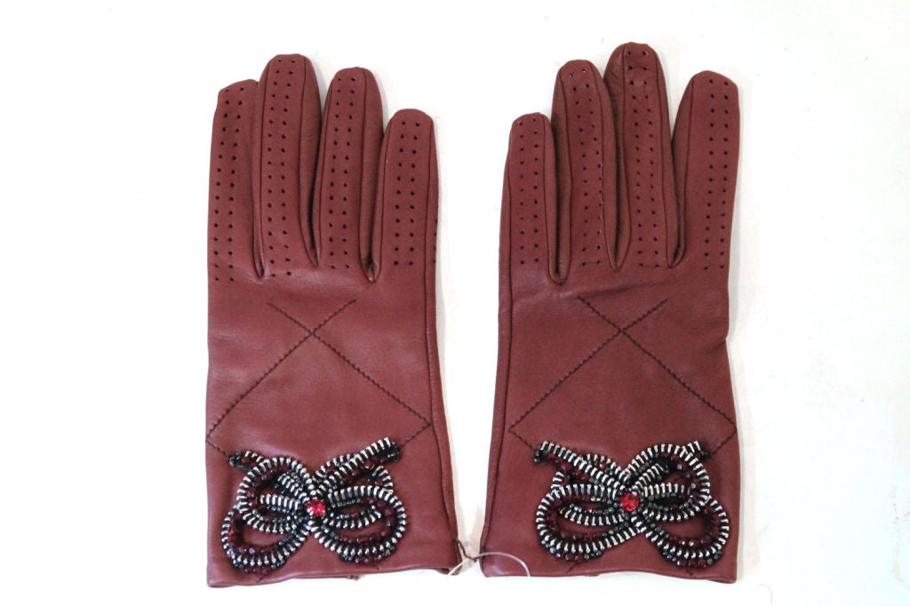 CHANEL 08A BROWN LEATHER GLOVES W/ ZIPPER, BEAD CRYSTAL BOW 7.5 2