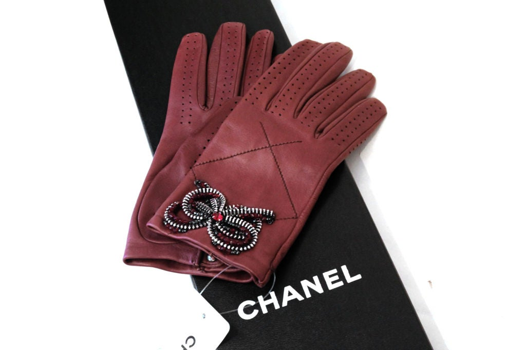 CHANEL 08A BROWN LEATHER GLOVES W/ ZIPPER, BEAD CRYSTAL BOW 7.5 6