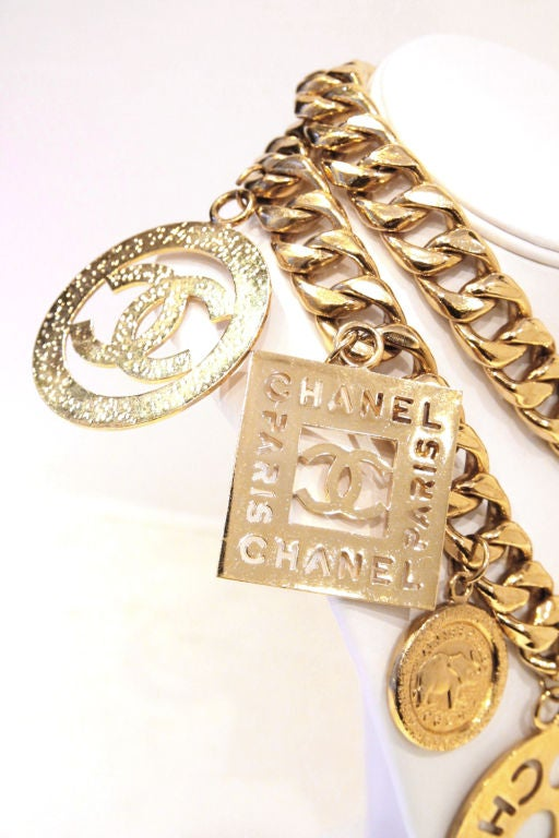 CHANEL GOLTDONE MEDALLION CHAIN BELT / NECKLACE image 4