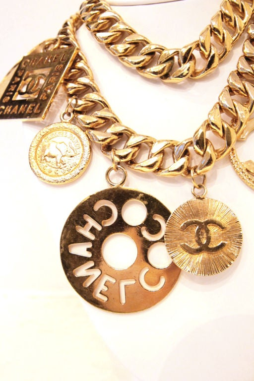CHANEL GOLTDONE MEDALLION CHAIN BELT / NECKLACE image 5