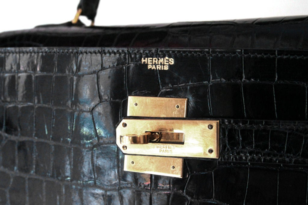 HERMES VINTAGE BLACK CROCODILE 32 CM KELLY BAG For Sale 2