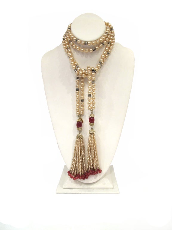 CHANEL necklace with rhinestones and red beads image 2