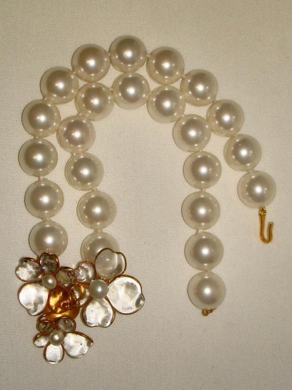 Chanel 96p Gripoix Glass Camellia Pendant Faux Pearl Choker image 2