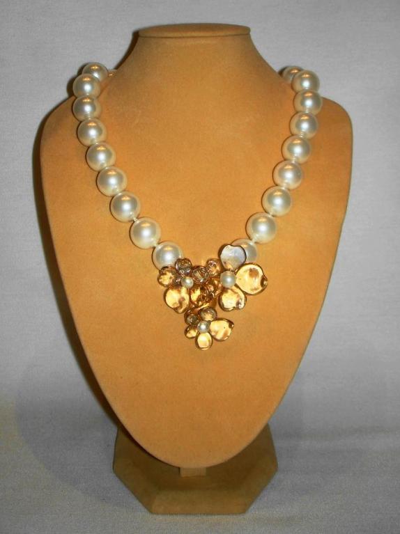 Chanel 96p Gripoix Glass Camellia Pendant Faux Pearl Choker image 4