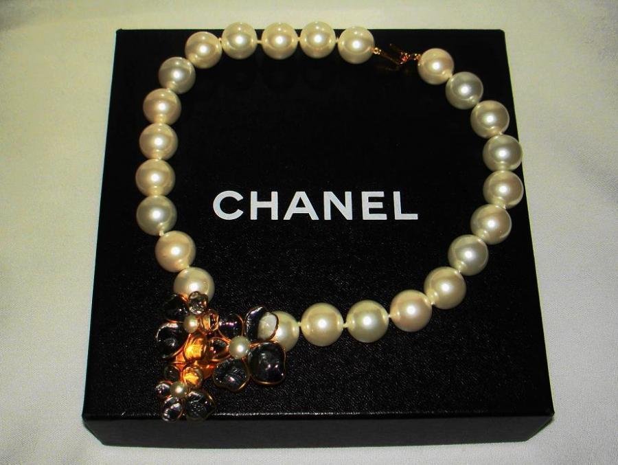Chanel 96p Gripoix Glass Camellia Pendant Faux Pearl Choker image 9