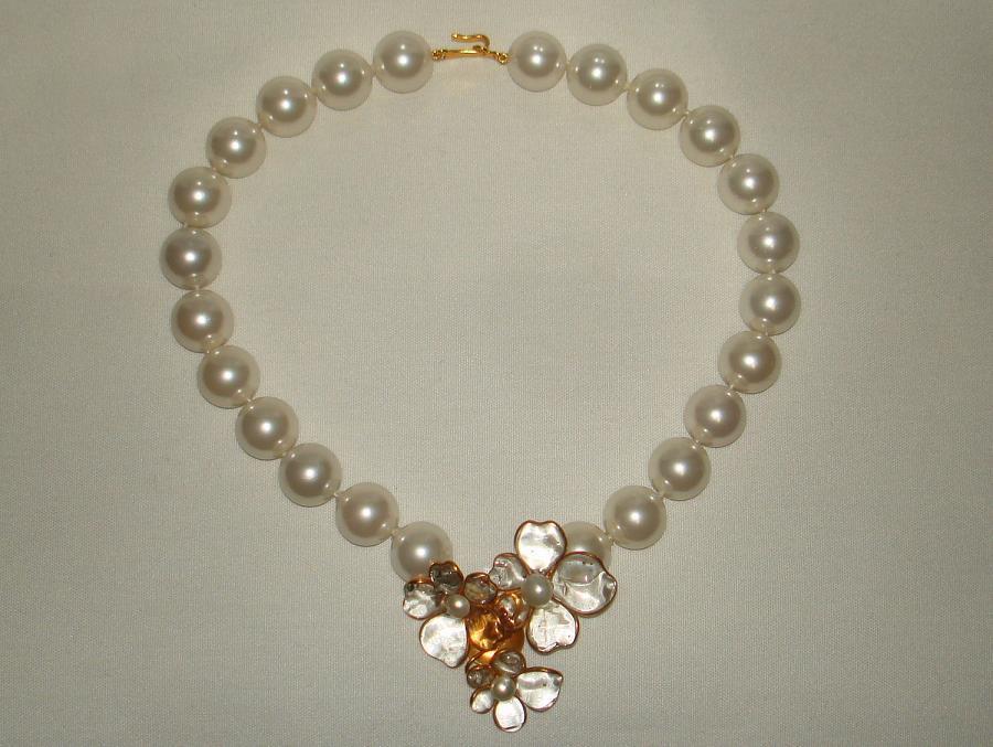Chanel 96p Gripoix Glass Camellia Pendant Faux Pearl Choker image 7
