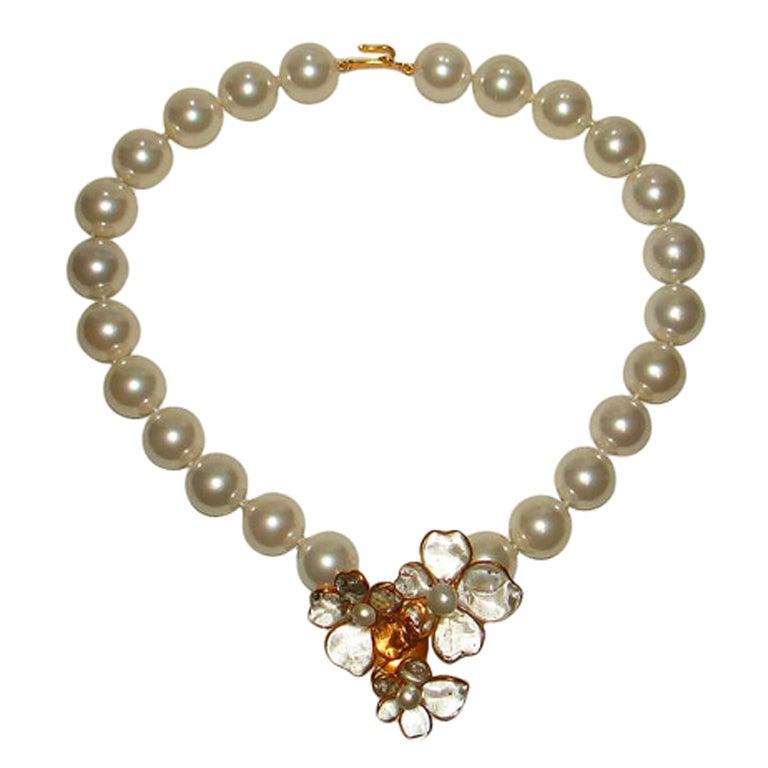 Chanel 96p Gripoix Glass Camellia Pendant Faux Pearl Choker