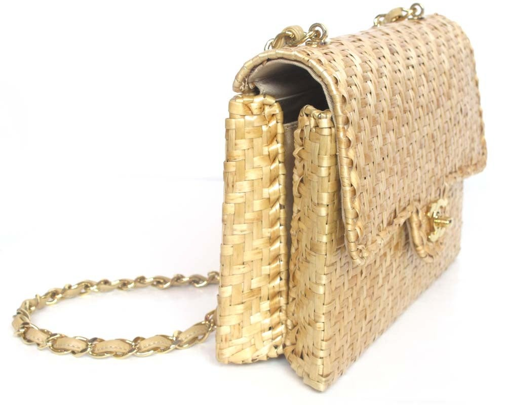 6cc1fb0cdffd Women's CHANEL Beige Woven Raffia Shoulder Bag For Sale