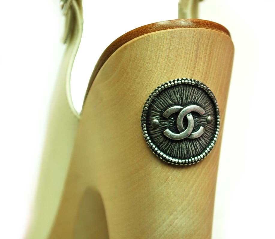 CHANEL White Leather Sling Back With Wooded Heel 8