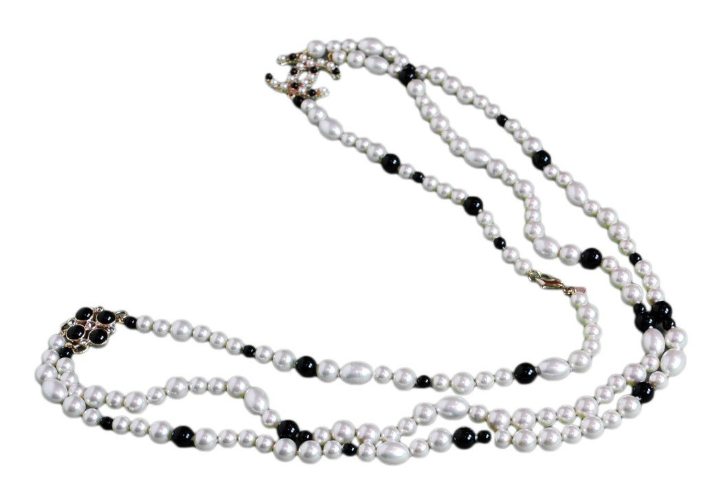 CHANEL Black/White Pearl Necklace image 5