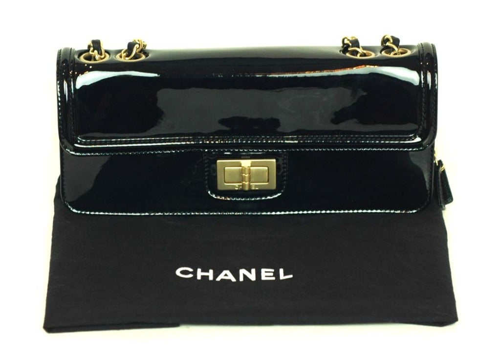 CHANEL Black Patent Leather Shoulder Bag With 2.55 Lock 2