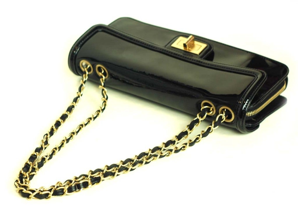 CHANEL Black Patent Leather Shoulder Bag With 2.55 Lock 4