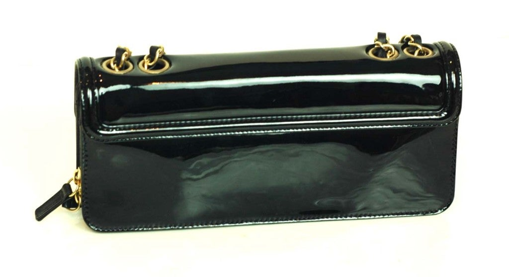 CHANEL Black Patent Leather Shoulder Bag With 2.55 Lock 5