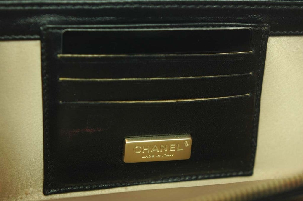 CHANEL Black Patent Leather Shoulder Bag With 2.55 Lock 7