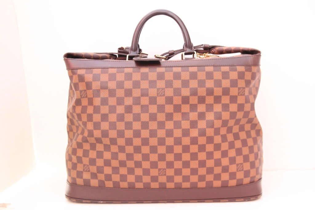 e86342e8104a This spacious and extremely practical LOUIS VUITTON Damier Canvas Grimaud  Supple Travel Bag is the must
