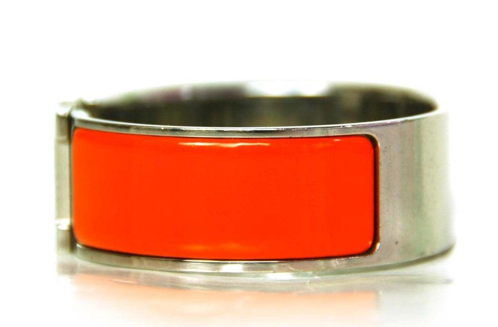 hermes orange clic clac bracelet at 1stdibs. Black Bedroom Furniture Sets. Home Design Ideas