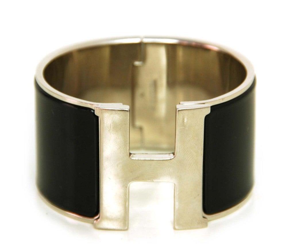 hermes black wide clic clac h bracelet at 1stdibs. Black Bedroom Furniture Sets. Home Design Ideas