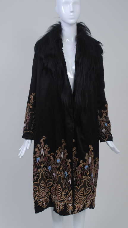 EMBROIDERED BLACK SILK 1920s COAT WITH FUR COLLAR image 2