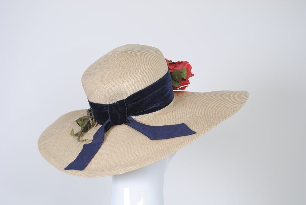 Beige 1940S STRAW HAT W/RED FLOWERS For Sale