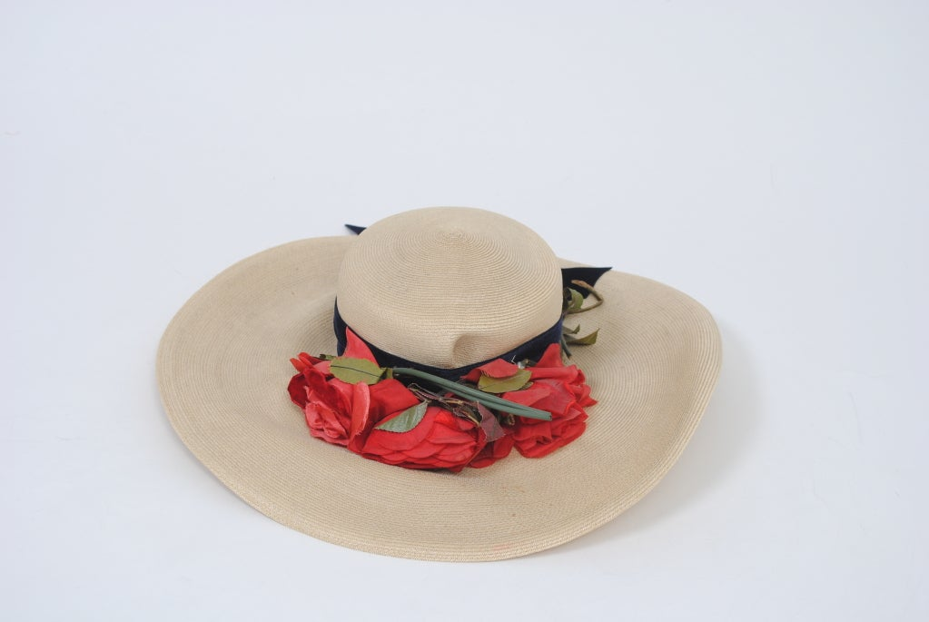 1940S STRAW HAT W/RED FLOWERS For Sale 1