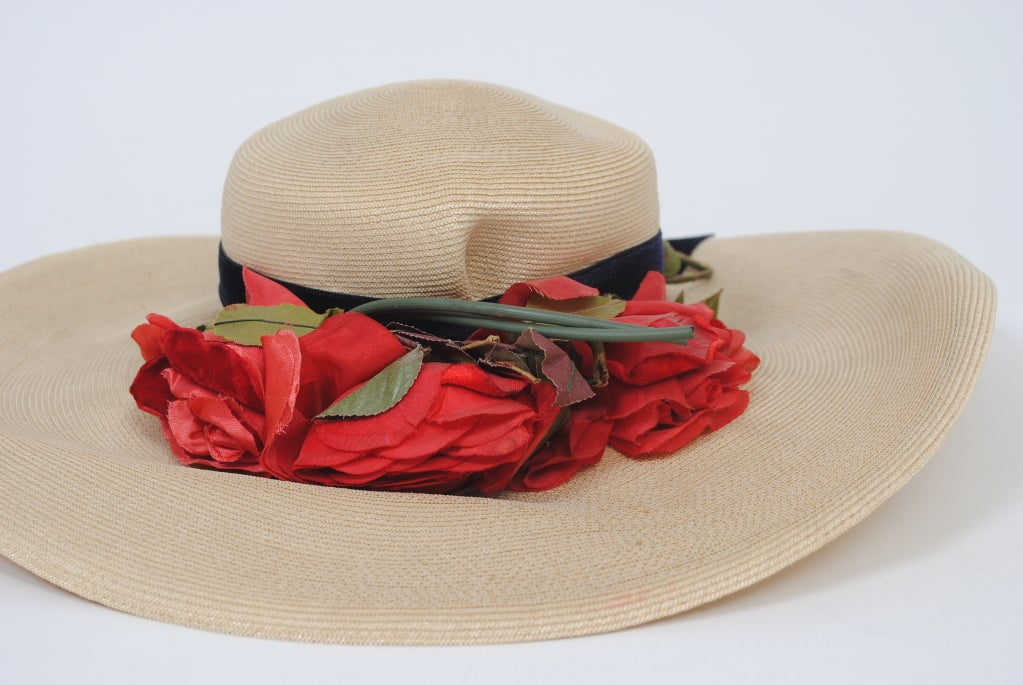 1940S STRAW HAT W/RED FLOWERS For Sale 2