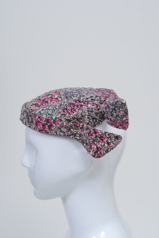 Print Velvet hat with Sequins In Good Condition For Sale In Alford, MA