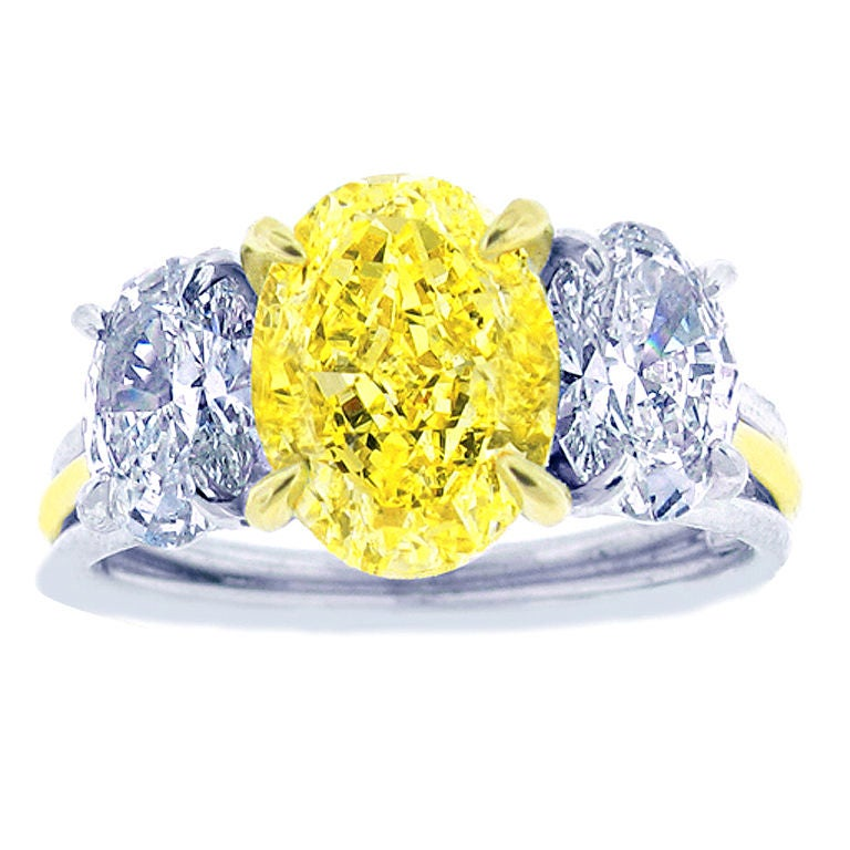 Canary diamond ring For Sale