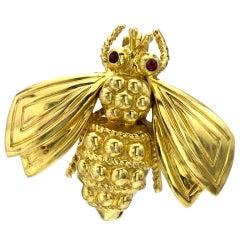 TIFFANY & CO. Bee Ruby Yellow Gold Brooch
