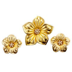 VAN CLEEF & ARPELS Diamond  and Gold Flower Earclips & Pin