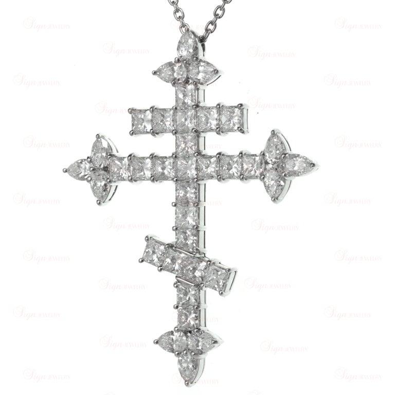Important Harry Winston 10.86 Carats Diamond  Orthodox Cross Pendant Necklace 4