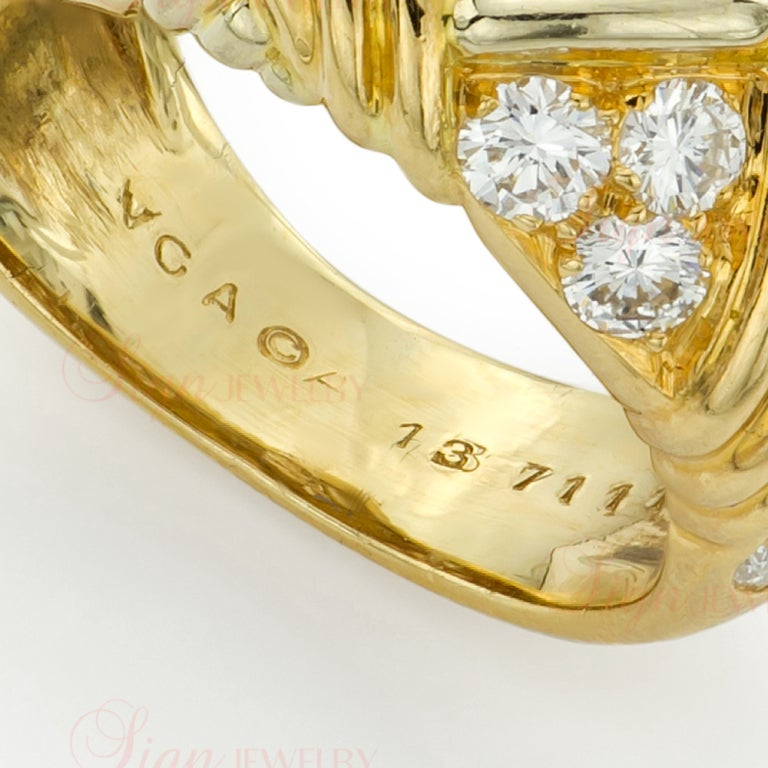Van Cleef & Arpels Diamond Yellow Gold Ring and Earrings Set In Excellent Condition For Sale In New York, NY