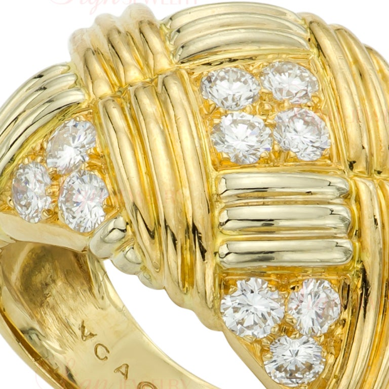 Women's Van Cleef & Arpels Diamond Yellow Gold Ring and Earrings Set For Sale