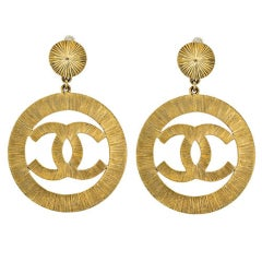 Chanel CC large gold dangling earrings