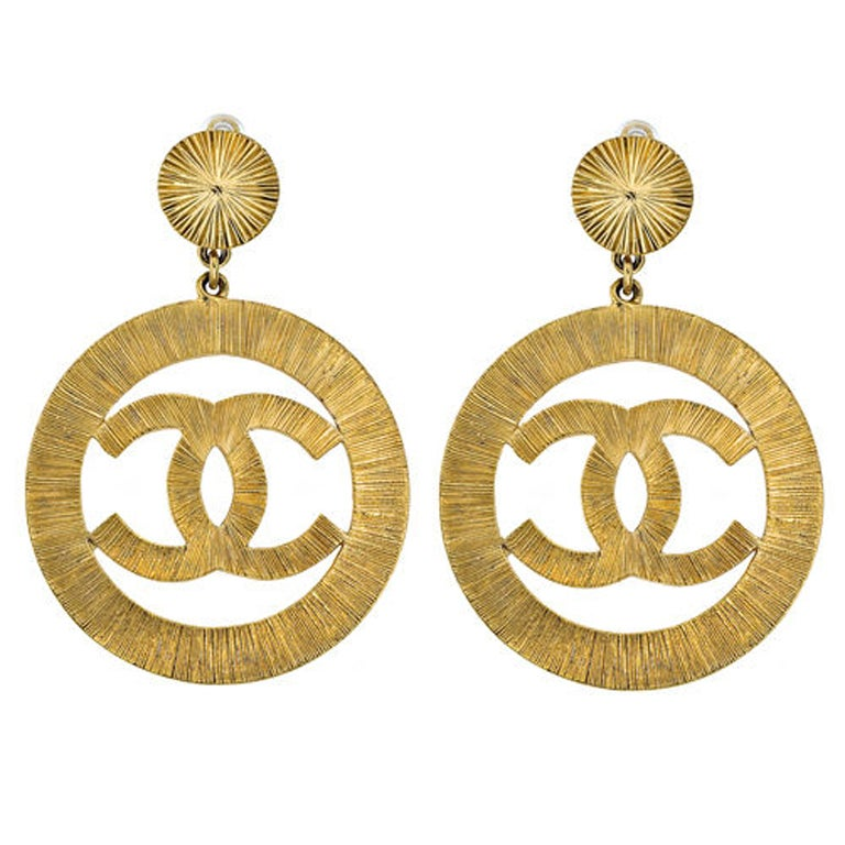 Chanel CC large gold dangling earrings For Sale