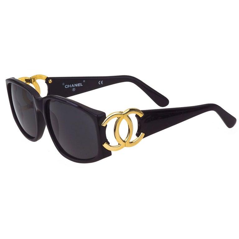 CHANEL CC LOGO BLACK/GOLD SUNGLASSES For Sale