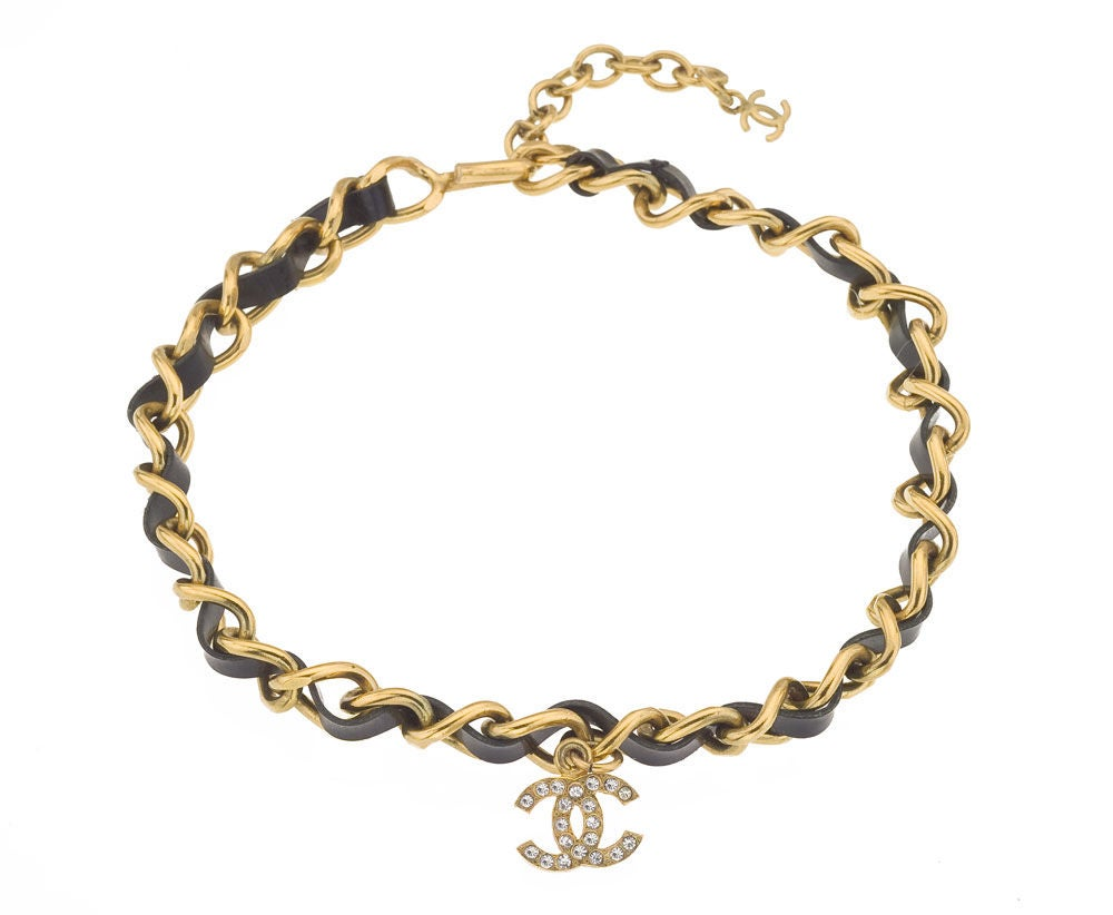 Chanel Black/Gold Choker with CC Charm In Excellent Condition For Sale In New York, NY