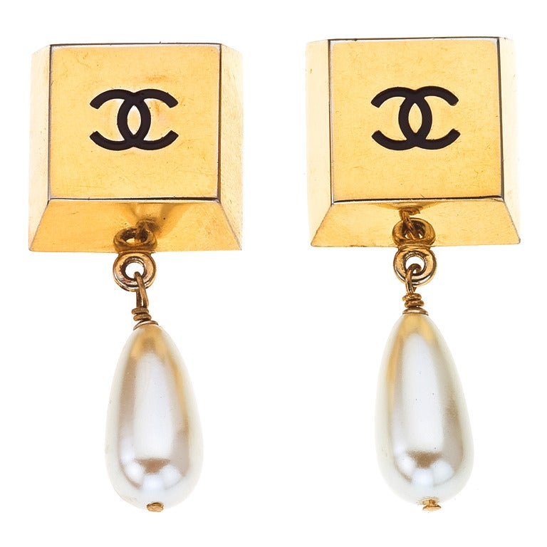 vintage chanel earrings with pearls at 1stdibs. Black Bedroom Furniture Sets. Home Design Ideas