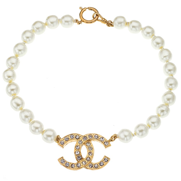vintage chanel pearl and cc necklace