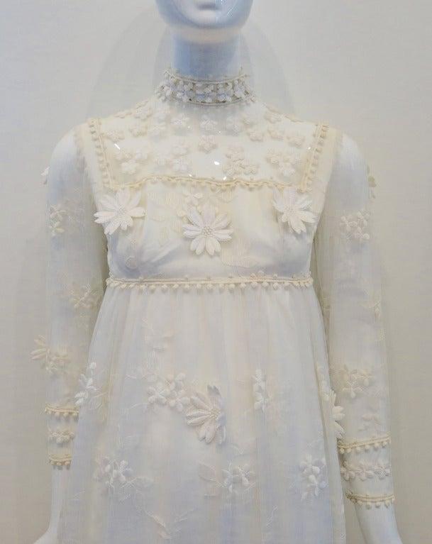 Vintage Bohemian Bride Daisy Applique Wedding Dress 2