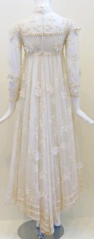 Vintage Bohemian Bride Daisy Applique Wedding Dress 4