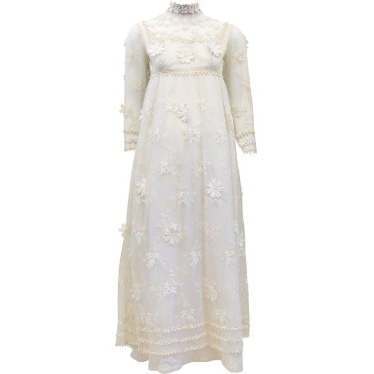 Vintage Bohemian Bride Daisy Applique Wedding Dress 1