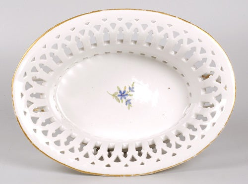 18th Century Russian Imperial Porcelain Cornflower Service Pierced Fruit Basket In Excellent Condition For Sale In Redmond, WA