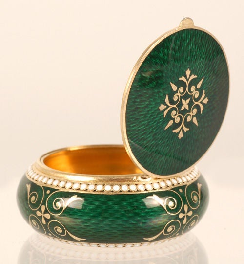 GRACHEV Green Guilloche Enamel Circular Box In Good Condition For Sale In Redmond, WA