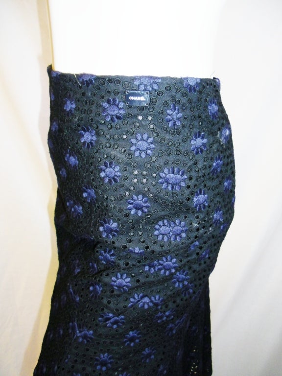 CHANEL black  cotton eyelet embroidered  skirt  38 5