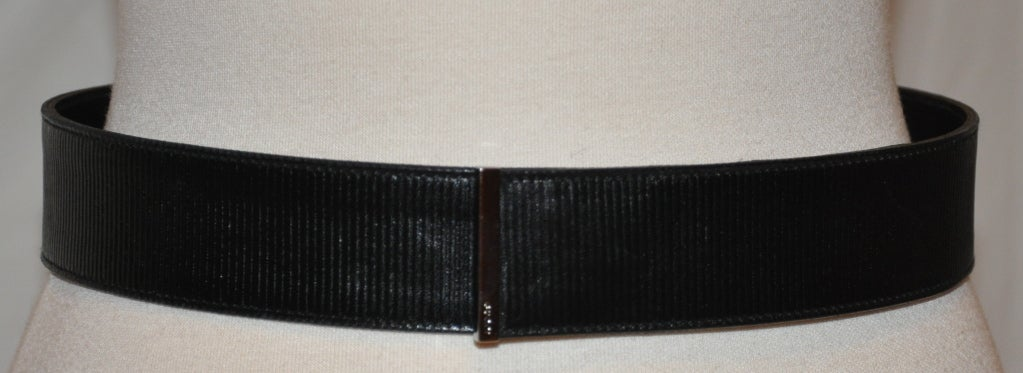 Gucci black textured calfskin leather belt is accented with their