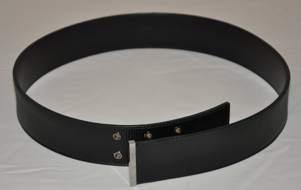 Black Gucci Textured black leather with silver hardware belt For Sale