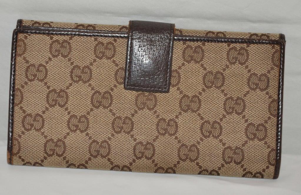 587da4b54ab2 Gucci. Brown Gucci
