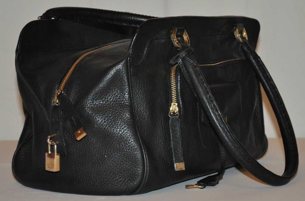 TOD's Black Textured Calfskin Leather Handbag In Excellent Condition For Sale In New York, NY