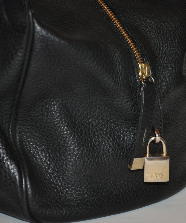 TOD's Black Textured Calfskin Leather Handbag For Sale 2